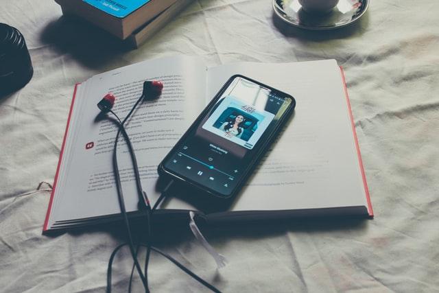 +1:読むのが眠くなるなら「聴く」のもあり